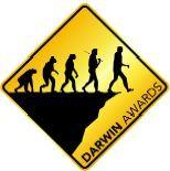 Évolution du singe vers l'homme au bord d'un prévipice