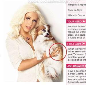 Doigts déformés d'une femme portant un chien dans ses bras