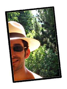 Sirtin portant son chapeau de Panama