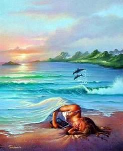 Une petite fille dort sur une plage avec la mer en guise de couverture