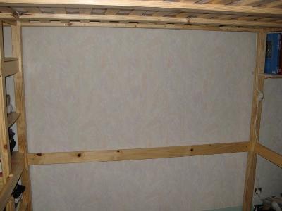 Pas étagère sous le lit