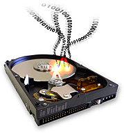 Série de bits s'échappant d'un disque dur qui brûle
