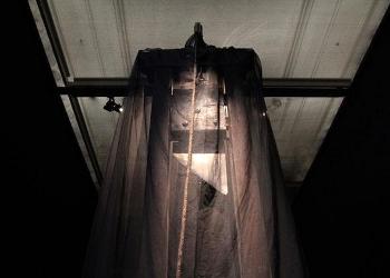 Vue de bas sur la guillotine