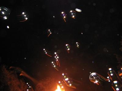 Bulles de savon par-dessus le feu