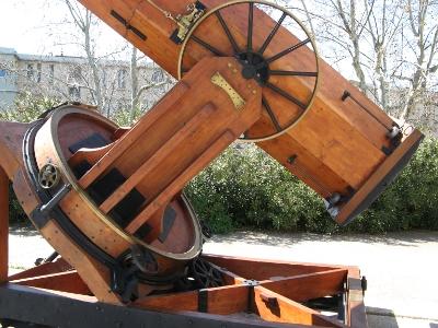 Zoom sur la base du télescope de l'Observatoire de Marseille
