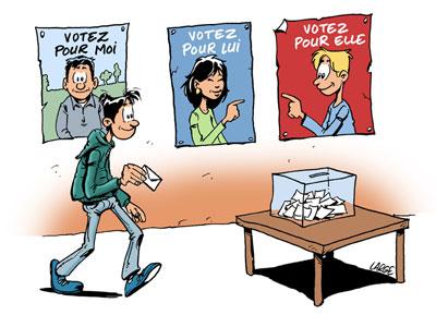 Un jeune vote, au fond trois affiches : votez pour moi, votons pour lui, votons pour elle