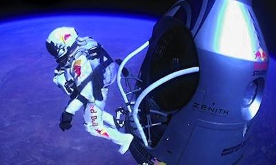 Saut de Felix Baumgartner depuis la capsule