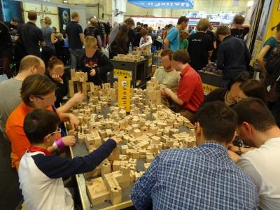 Modules en bois pour construire un parcours de billes