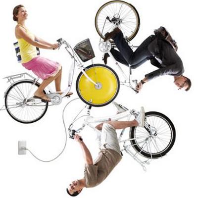 Trois vélos répartis autour d'une même roue avant rool'in jaune