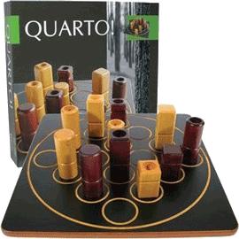 Boite et plateau du jeu Quarto